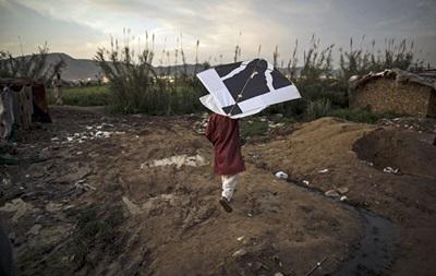 В Пакистане публично сожгли более восьми тысяч воздушных змеев