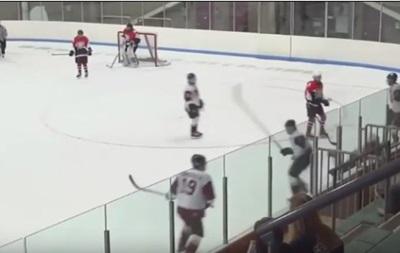 О-борт: Незадачливый хоккеист сам себя наказал за грубость