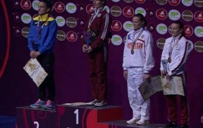 Украина начала чемпионат Европы по борьбе с трех медалей