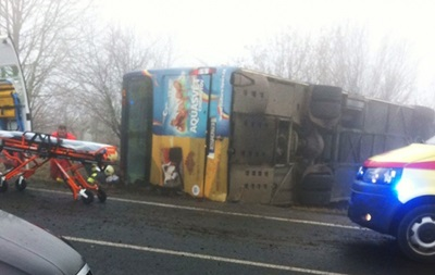 В Чехии перевернулся автобус с детьми: 40 пострадавших