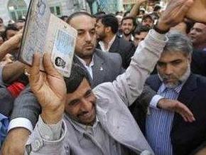 СМИ: Ахмадинеджад победил на президентских выборах в Иране