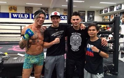 Украинский боксер провел тренировку с известным актером