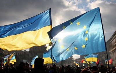 Все меньше украинцев хотят в Европу и НАТО