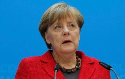 Меркель: Германия не будет менять миграционную политику