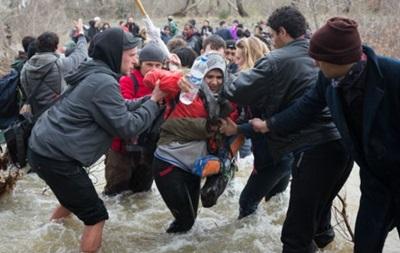 Сотні мігрантів прорвалися до Македонії