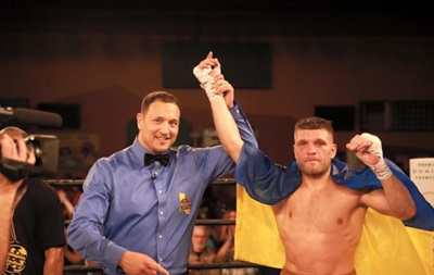 Украинец Деревянченко нокаутировал очередного соперника