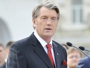 Ъ: Виктор Ющенко вывел Конституцию в народ