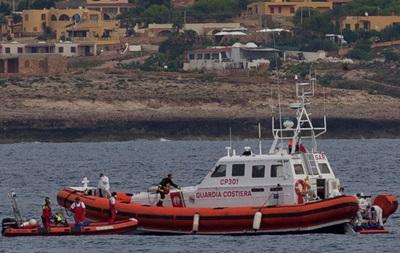 Возле Италии спасли более двух тысяч мигрантов