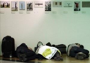 В аэропорт Брюсселя доставили сотни кроватей для пассажиров