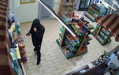 Под Киевом со стрельбой ограбили АЗС