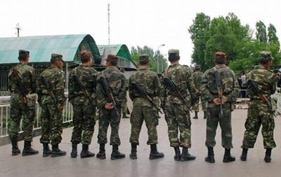 Узбекистан установил бронетехнику на границе с Киргизией