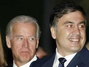 Байден призвал Саакашвили избегать дестабилизирующих действий
