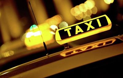 В Индонезии тысячи таксистов протестуют против Uber