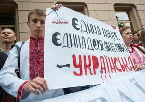 Янукович пообещал развивать украинский язык