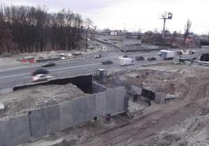 В Киеве ограничили движение транспорта через мост Патона