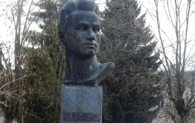 У Луцьку пам ятник комуністу хочуть замінити Бандерою