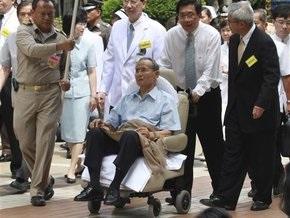 Король Таиланда впервые с момента госпитализации появился на публике