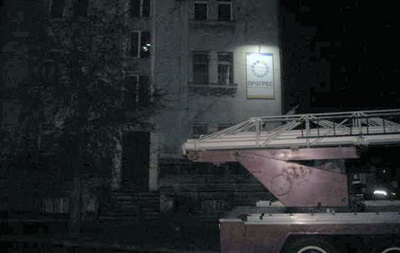 В Ровно подожгли здание с офисами партий