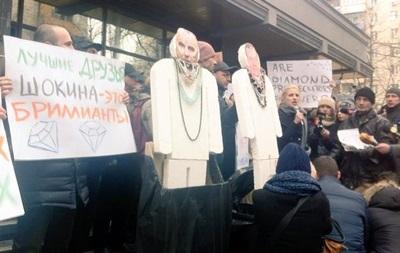 Под Генпрокуратурой митингуют за отставку Шокина