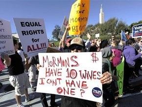 В Калифорнии проходят митинги в поддержку однополых браков