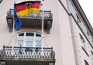 DW: Сотрудников посольств Германии заподозрили в выдаче виз за взятки
