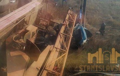 На Прикарпатье поезд с пассажирами протаранил грузовик