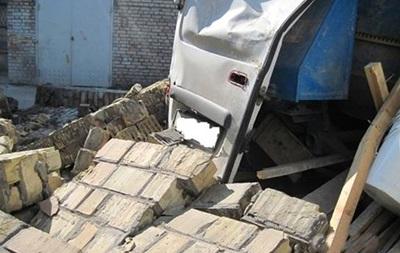 В Киеве на складе под обрушившейся стеной погиб мужчина