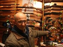 Корреспондент: Украинцы вооружаются, не надеясь на милицию