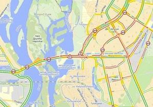 Два ДТП на Московском мосту парализовали движение транспорта с Троещины на Правый берег