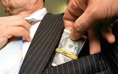 У Києві звільнили 400 чиновників за корупцію