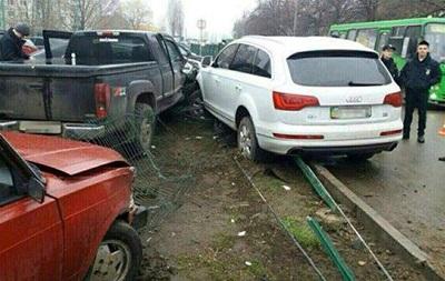 У Харкові п яний водій в їхала у стоянку