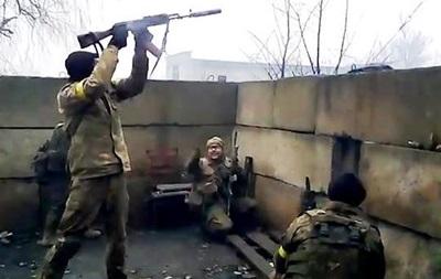 Военные отбили атаку в промзоне Авдеевки: видео