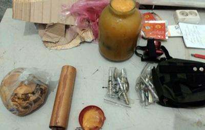 Военный пытался отправить по почте гранаты в банке с медом