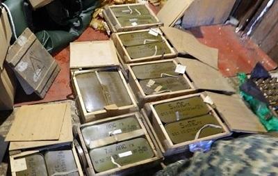 В Киеве в гараже экс-айдаровца нашли арсенал боеприпасов