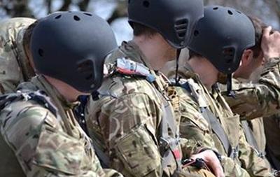 Под Винницей десантировались спецназовцы