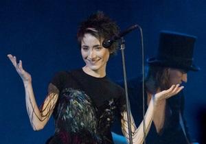 Земфира выложила свои альбомы в интернет и готовится ехать в Киев