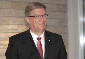 Президент Латвии примет участие в праздновании 65-летия Победы в Москве