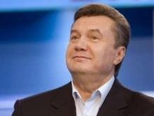 Янукович поздравил Медведева и Путина с Днем России