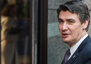 Хотел похвастаться: Премьер Хорватии упал с БТР