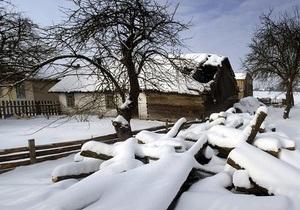 Жительница Полтавской области погибла из-за падения снега с крыши