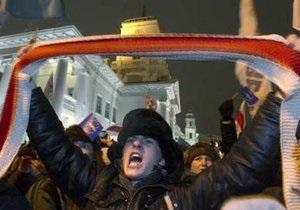 Оппозиционеры ломали дверь в здание дома правительства в Минске