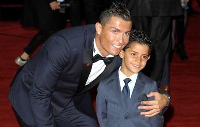 По стопам отца: Роналду учит своего сына бить пенальти