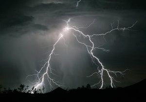 Во Львовской области во время грозы от удара молнии погибла женщина