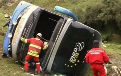 В Перу автобус упал в пропасть: 24 погибших