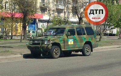В Киеве столкнулись скутер и джип добровольческого батальона