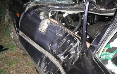 Во Львовской области Volkswagen врезался в дерево, есть жертвы