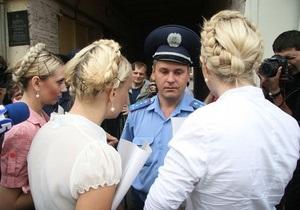 FEMEN просит отпустить Тимошенко на поруки