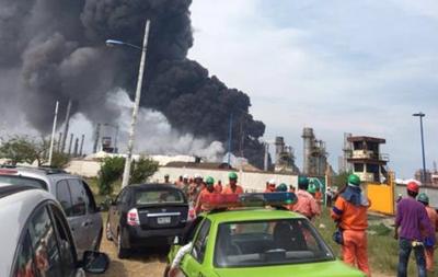 На нефтезаводе в Мексике произошел взрыв