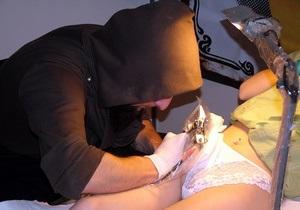 Сделавшая татуировку бельгийка впала в кому