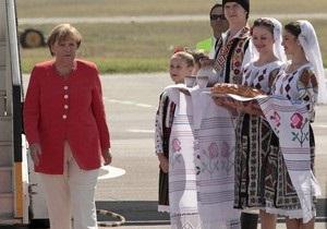 Меркель во время визита в Молдову подарили 460 бутылок марочных вин